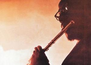 Na na na na na na na na... Be the flute.